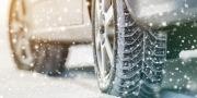 Autobanden in de sneeuw
